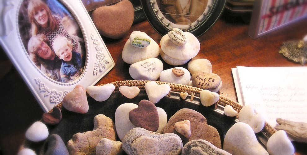 heart stones with messages