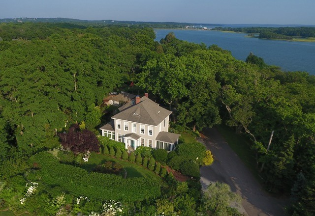 Aerial view of Shorecrest Bed and Breakfast